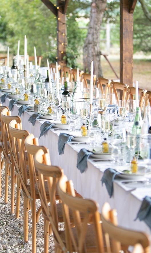 Photo d'une tablée : organisation d'un mariage à Birac, à La Vue France. événement organisé par l'Agence Amoren. Photo prise par Anneli Marinovich.